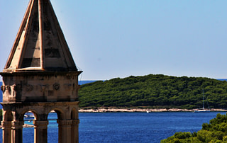 Photograph of an island in front of Hvar