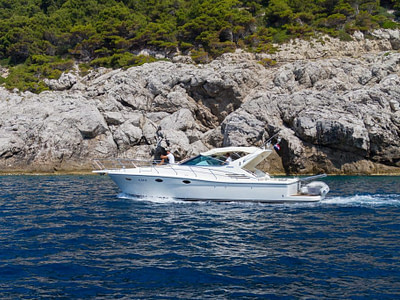 Skipper and guest island hopping in Dubrovnik on a Uniesse 42 motor boat