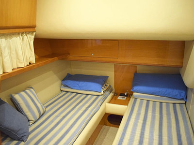 Boat cabin with two single beds
