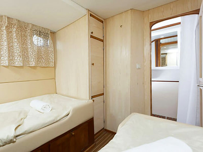 Two single beds in a guest cabin on a small gulet