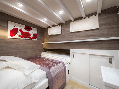 Luxurious cabin with a single bed and wooden design