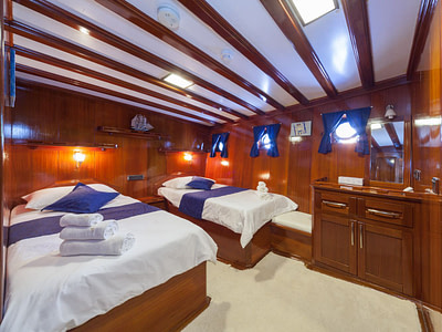 Spacious twin cabin onboard ship for rent