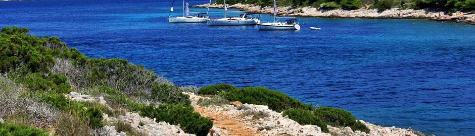 Photograph of anchored sailboats at the Pakleni islands