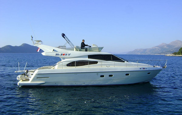 Side view of a Ferretti 480 yacht at sea